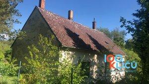 Prodej pozemku 3 500 m² s rodinným domem Luka nad Jihlavou