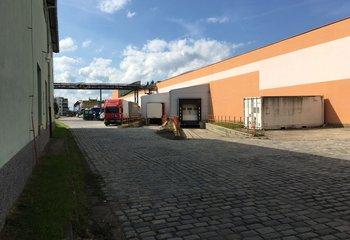 Skladovací areál - k pronájmu sklady, haly, plochy (Praha 5)