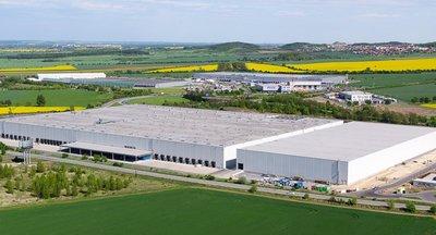 Pronájem  - sklady, haly, výrobní prostory až 4.000 m2, Kozomín / Úžice, Praha - Východ
