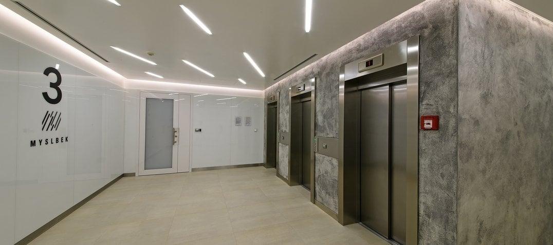 1920w_1200h_lift-lobby81