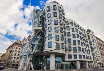 Tančící dům, Jiráskovo náměstí, Praha 2 - Nové Město