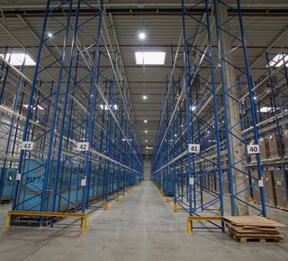 Rental of warehouse space with services up to 3,000 square meters.