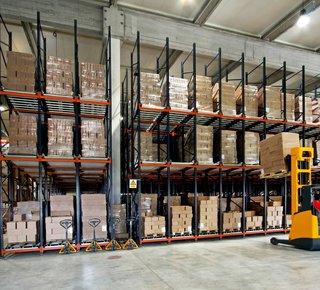 Storage services - up to 2,300 m2 in Prague, Horní Počernice.