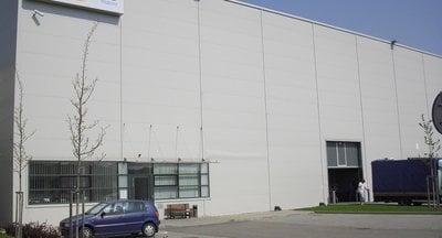 Skladová hala se službami, 2000 m2