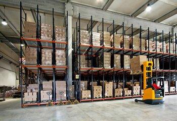 Lagerdienstleistungen, 2000 m2
