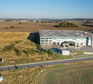 Vermietung von Lagerhäusern 3 700 m2 - 15 000 m2