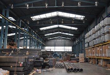 Rent: warehouse incl. logistics services (8t crane, transport, handling)