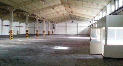 Pronájem: skladovací prostory až 4000m2 - průmyslový areál u sjezdu z D8 (Klíčany u Prahy)
