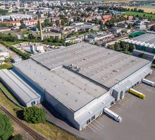 Wir bieten die Vermietung eines modernen Logistikzentrums in Opava an.