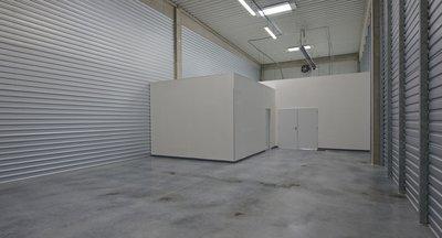 Pronájem: sklad / showroom, 205 m2, 410 m2, P10, Tiskařská ul.