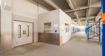 Pronájem - skladovací a výrobní prostory v Praze 9, 1211 m2