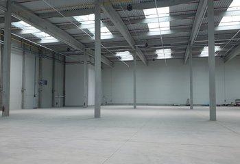 Das tschechische Transport- und Logistikunternehmen bietet Lagerhallen zur Miete mit einer FREIEN Fläche von bis zu 6.000 m2 - Louny D7.