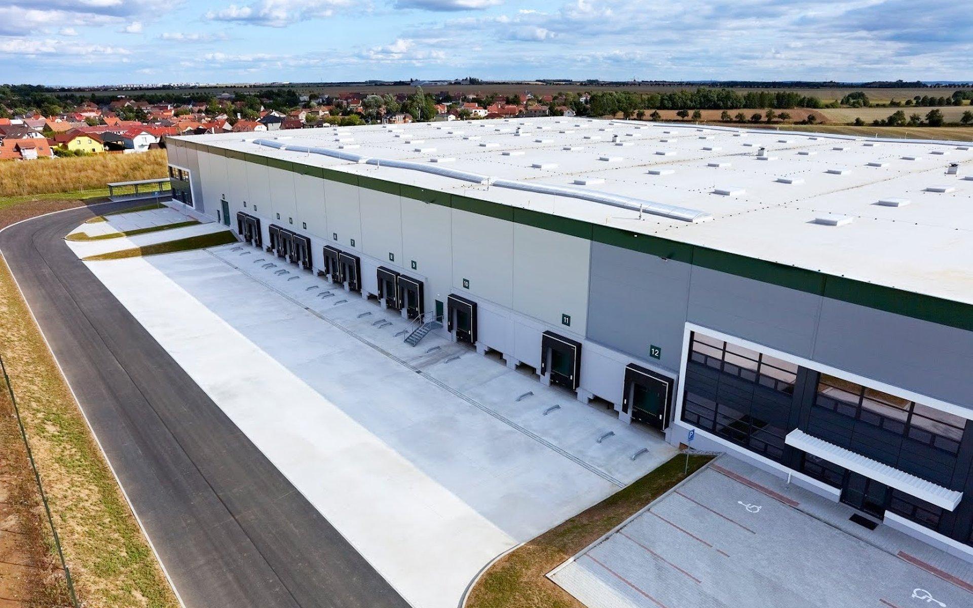 Modern warehouse space to measure 8,880 m2 - Ostředek, D1 exit 34