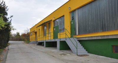 Pozemky k pronájmu - zpevněné plochy a skladovací objekt, Praha 5
