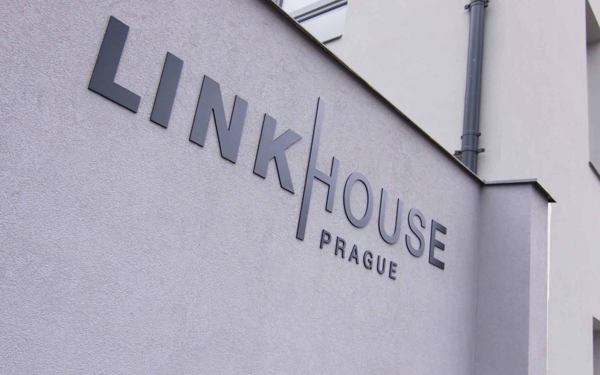 Lease, Commercial Offices, 1581m² - Praha - Holešovice