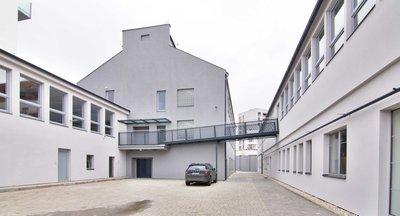 LINKHOUSE - Pronájem komerčních prostorů s industriálními rysy v Holešovicích
