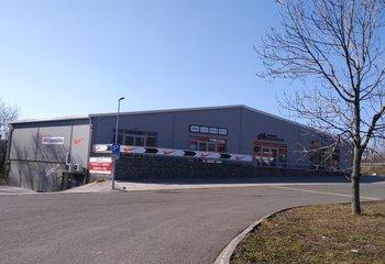 Pronájem vyjímečná lokalita 500 m2 obchod nebo showroom - D4 exit Mníšek pod Brdy