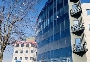 Výborně umístěné obchodní prostory u D1 - k pronájmu cca 430 m2