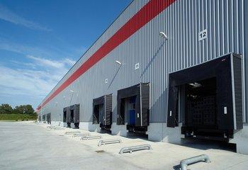 Výrobné a skladové priestory s napojením na diaľnicu D2 / Production and warehouse halls for lease with connection to the D2 highway