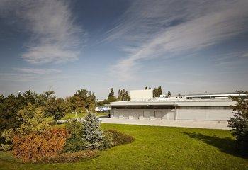 Prenájom skladovej haly a kancelárií priamo v Bratislave/ Lease of warehouse and office  space directly in Bratislava