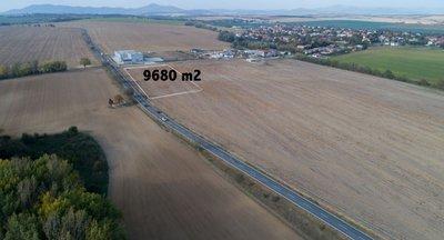 Ponúkame na predaj pozemok vo výbornej centrálnej lokalite v blízkosti Nitry