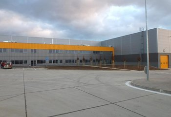 Skladová a výrobná hala na prenájom v Dubnici nad Váhom/ Warehouse and production hall for lease in Dubnica nad Váhom
