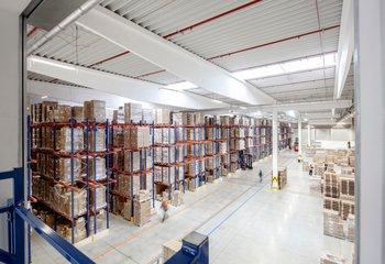 Profesionální logistická společnost 4PX v Jenči u Prahy EXIT 7 D6 nabízí své služby.