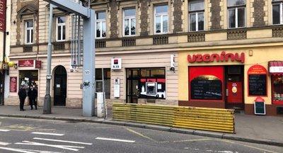 Jedinečný obchodní prostor - Plzeňská ulice - 80m² - Praha 5