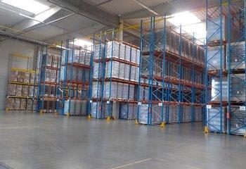 Profesionální logistická společnost nabízí moderní skladové prostory v blízkosti sjezdu 67 dálnice D5.