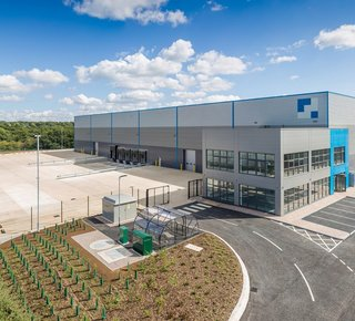 Výrobná / skladová hala na prenájom v Seredi / Production or warehouse hall for lease in Sereď