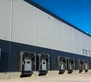 Ein professionelles Logistikunternehmen bietet seine Dienstleistungen an einem strategischen Ort an - dem Ostrava Business Park in der Nähe der D1.