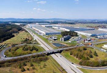 Das Top-Logistikunternehmen bietet seine Dienstleistungen an der attraktiven Lage der Straße Bor u Tachova D5 EXIT 128 an.
