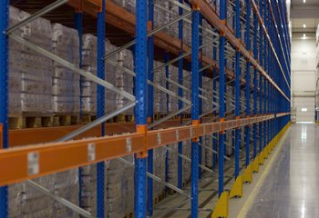 Významná česká společnost nabízí logistické služby na strategickém místě v Pardubickém kraji - Dašice nedaleko E442.