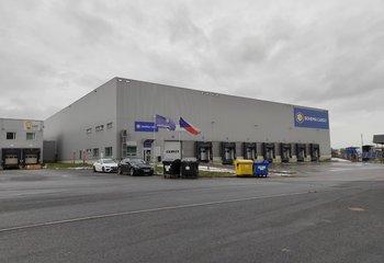 Významná logistická společnost nabízí své služby v Praze na Průmyslové ulici.