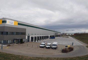 Špičková logistická společnost nabízí své služby ve strategické lokalitě Jirny u Prahy dálnice D11.