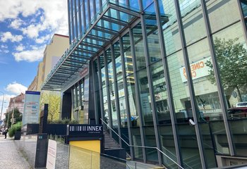 Jedinečné obchodní prostory v blízkosti OC Flora - 200 m2