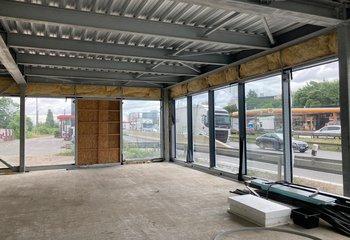 Jedinečné obchodní prostory přímo na Jižní spojce - 340 m2 plus 25 parkovacích stání