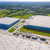 Nájomné priemyselných priestorov výrazne ovplyvňujú rastúce ceny stavebných materiálov