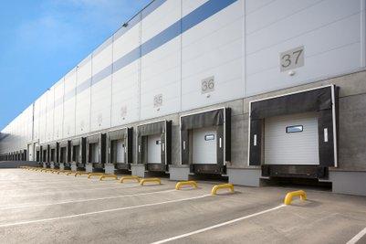 Výrobce kompaktních stavebních strojů Doosan Bobcat otevře novou skladovací halu na Berounsku