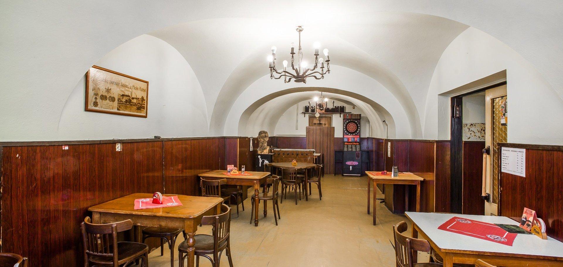 Prodej, Komerčního objektu s restaurací a třemi byty, - Uhlířské Janovice