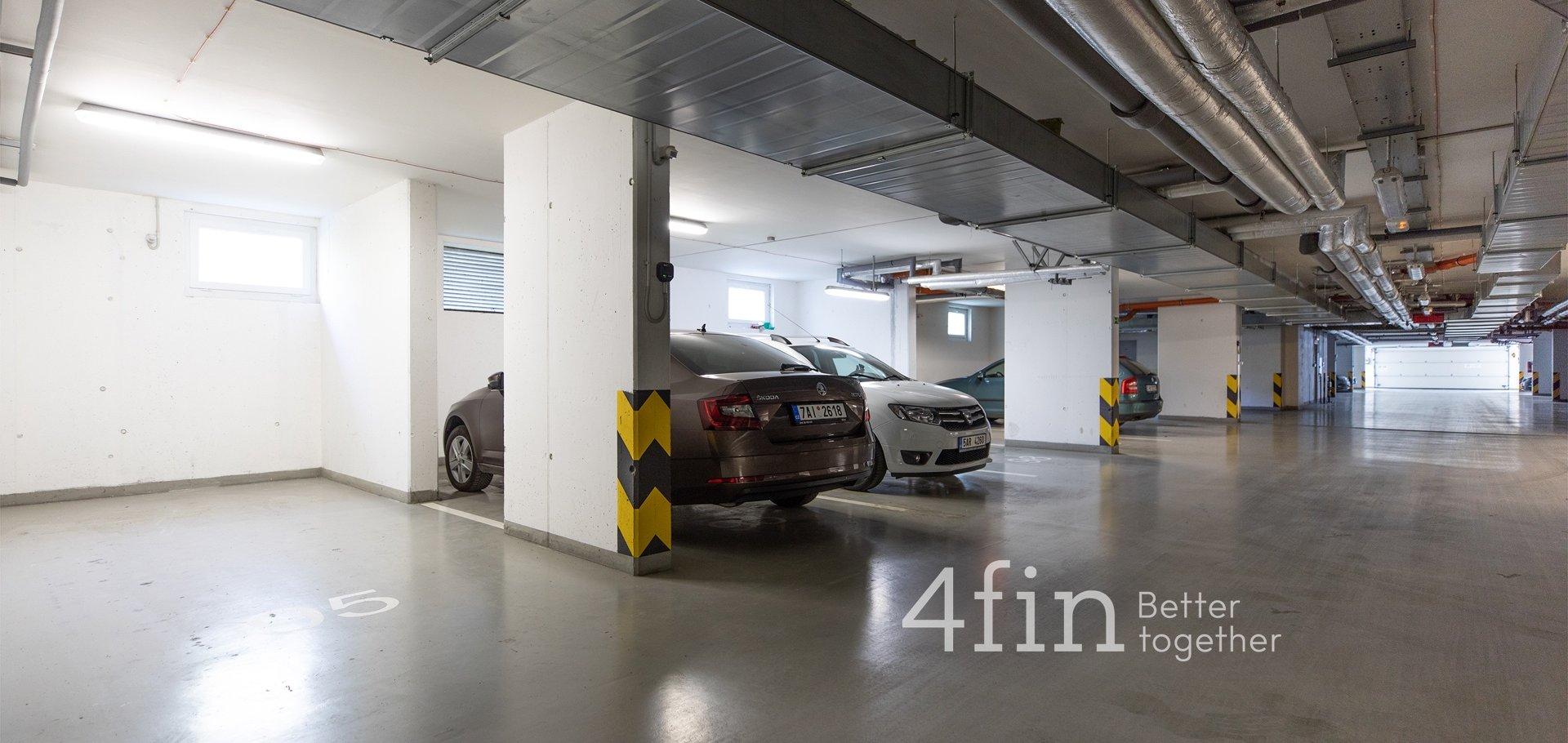 Prodej bytu 1+kk s lodžií, garážovým stáním a sklepem, 24m², Praha - Hloubětín