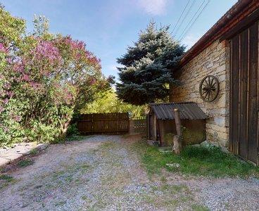 Stodola-se-sklepem-a-zahradou-Vitejeves-05092020_094438