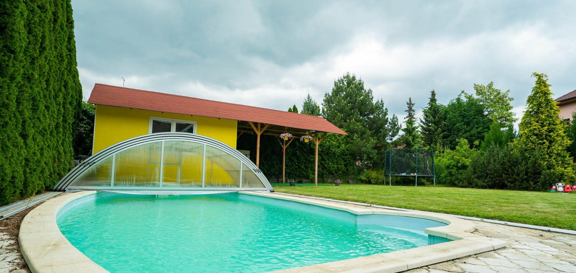 Rodinný dům s krytým bazénem
