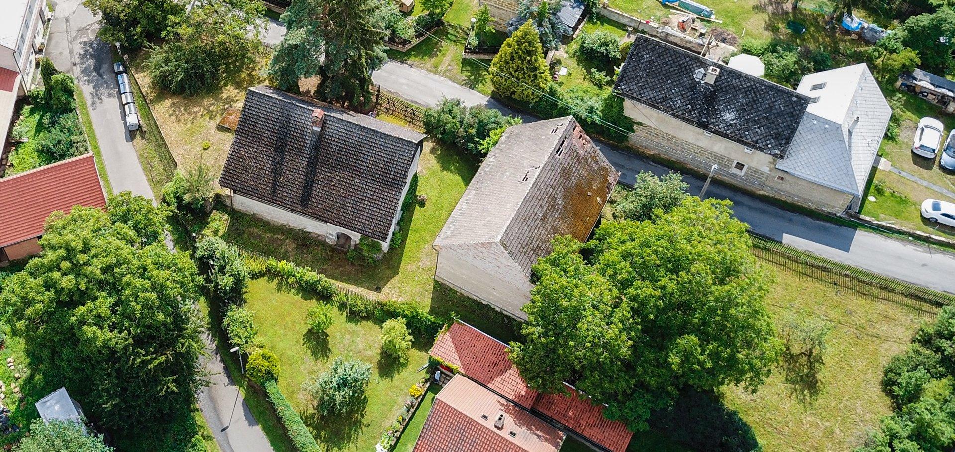 Prodej prostorné chalupy se zahradou a stodolou na Kokořínsku