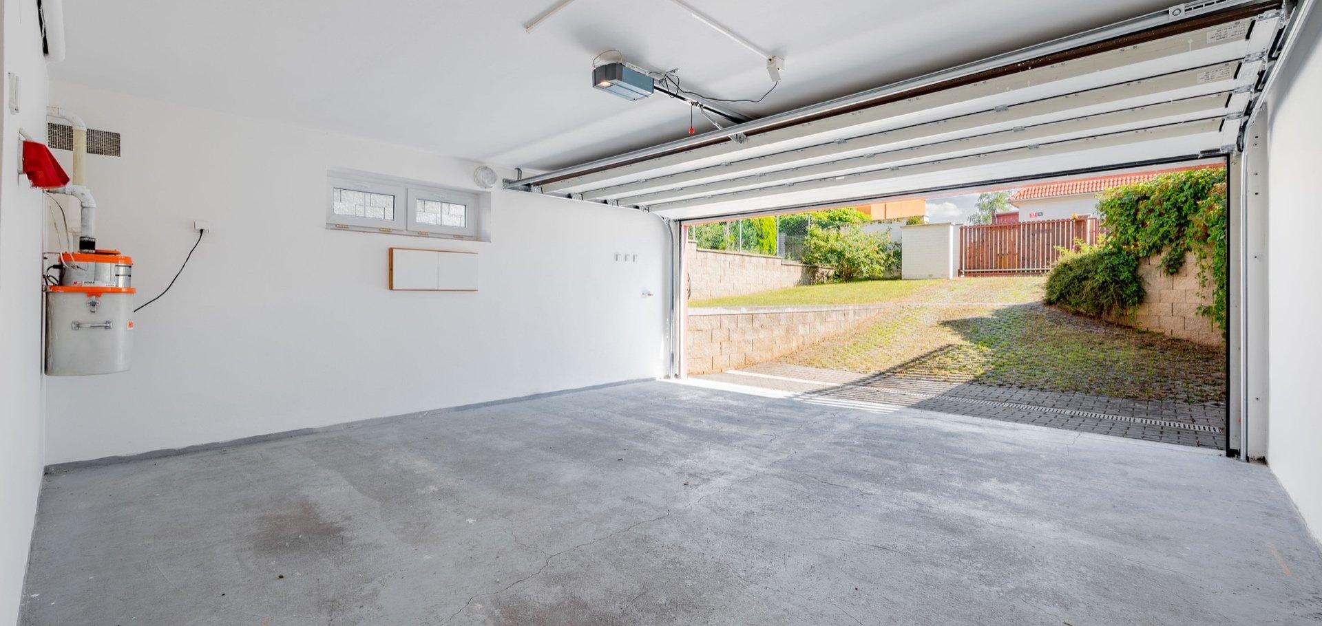 Prodej rodinného domu s garáží a zahradou