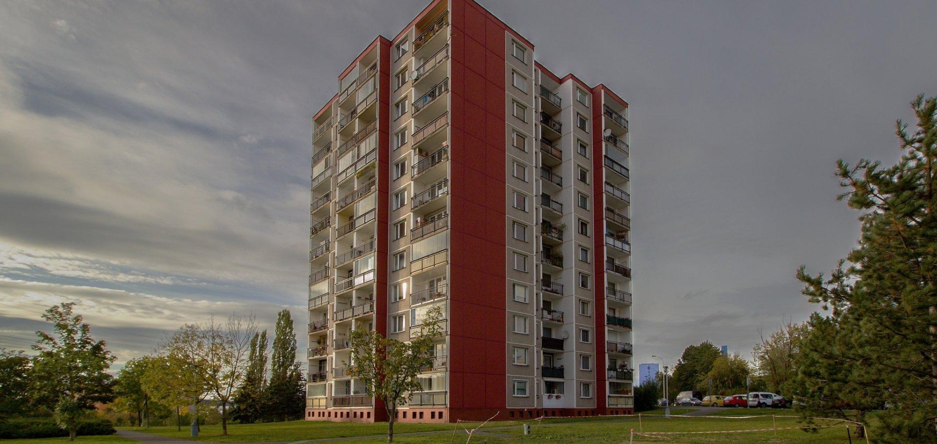 Pronájem prostorného slunného bytu 3+1 s lodžií