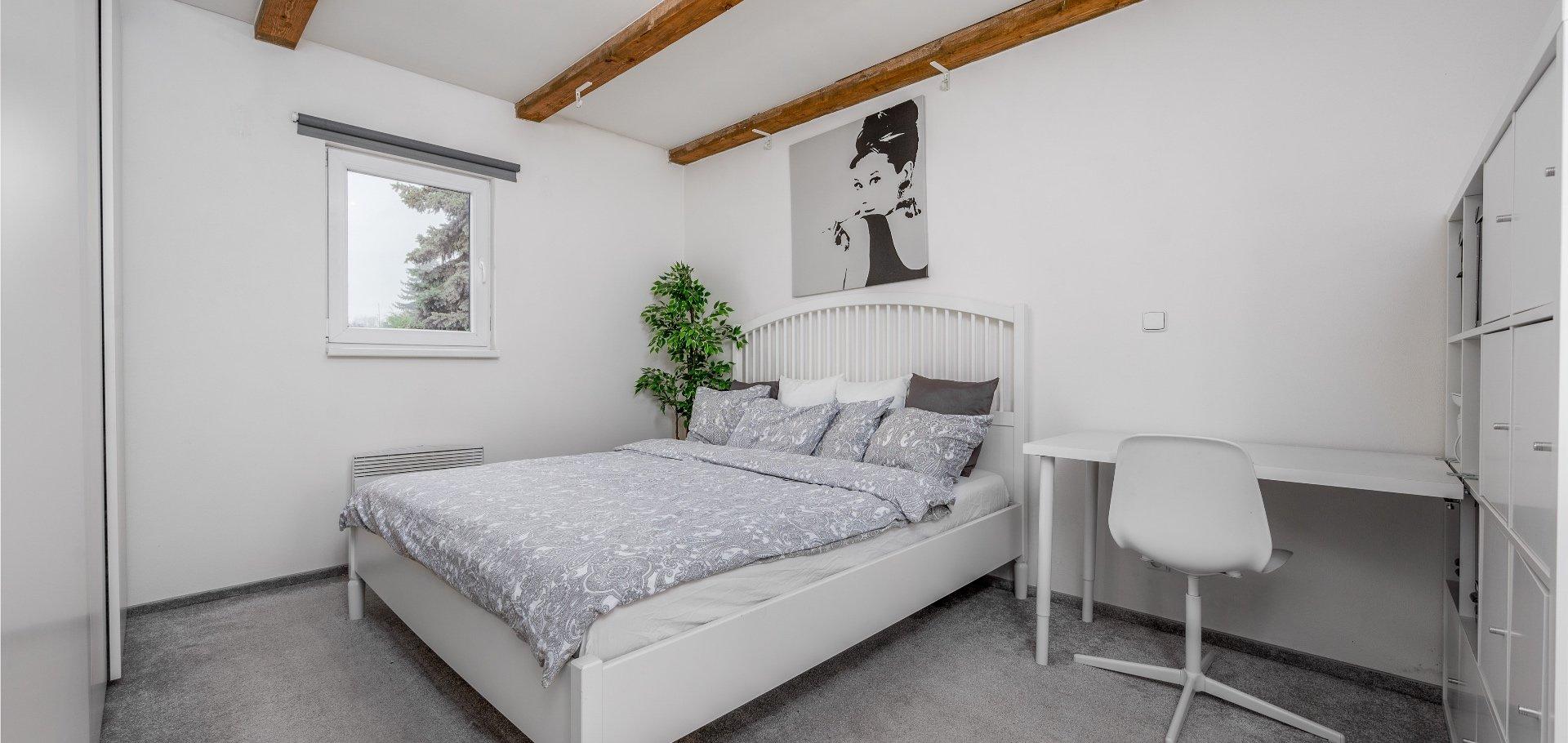 Prodej krásné chaty, 69m² zastavěná plocha, 730m² pozemek - Káraný