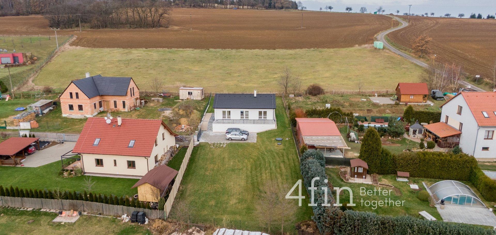 Prodej novostavby bungalovu 4+kk, 99m², terasou 50m² a 2x parkovací stání, pozemek 1016m² - Litichovice