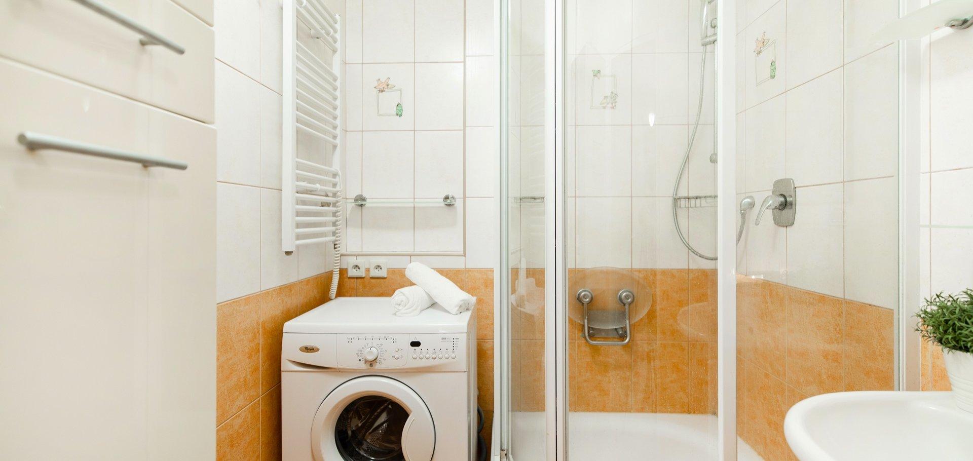 Prodej bytu 3+1 s lodžií a sklepem, 74 m², Praha 4 - Michle
