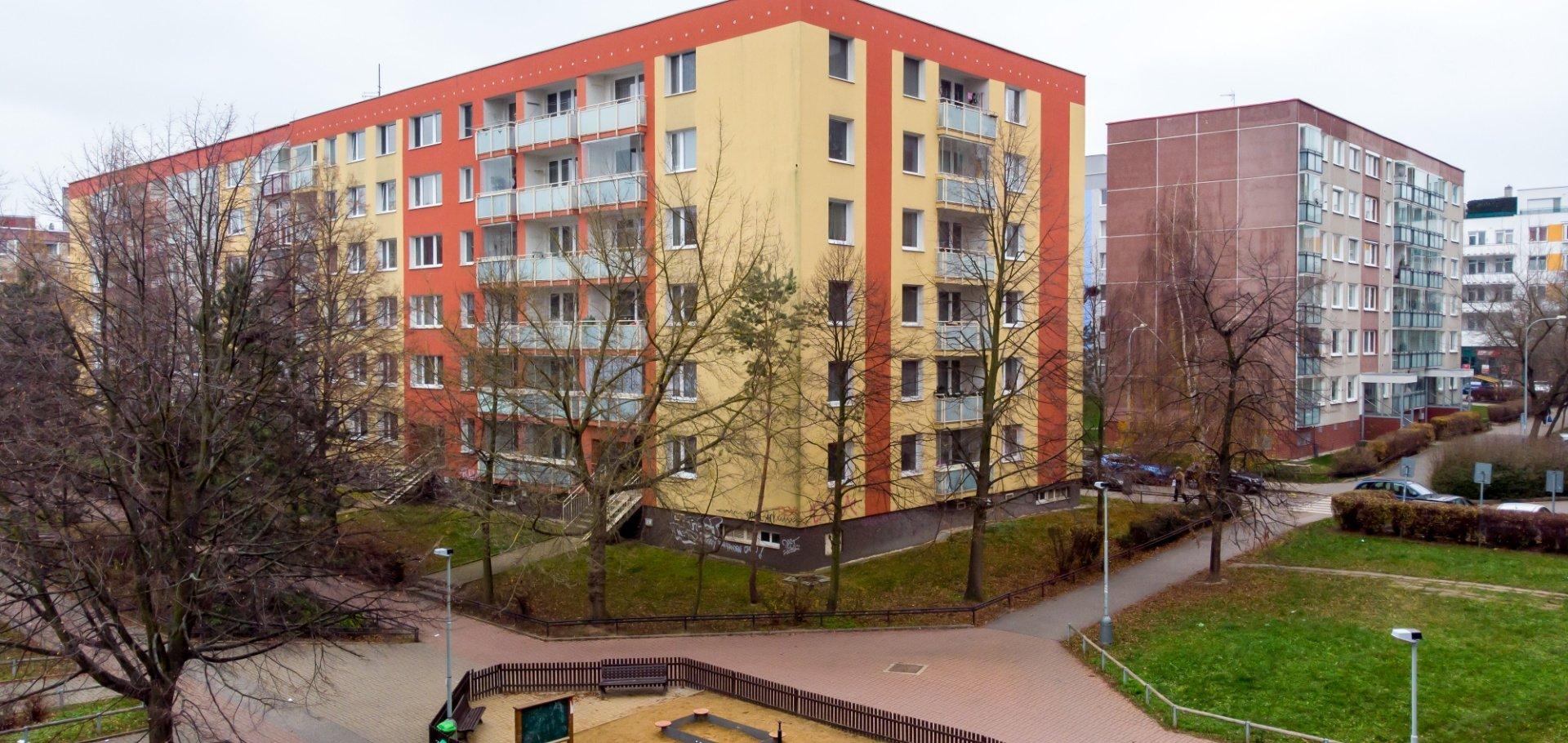 Prodej zrekonstruovaného bytu 2+kk, 45,3m² s prosklenou lodžií 3,2 m2 - Praha - Hlubočepy